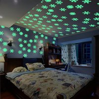 50PCS Snowflake Luminous Wall Sticker Xmas Decal Glow In The Dark Baby Kids Bedroom Home Decor Fluorescent Wall Stickers Decal