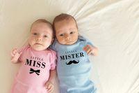 Macacões 1 PC Little Miss Miss e Mister Baby Girls Boys Summer Mangas Curtas Gêmeas Gêmeos Bodysuits Unisex Onesie Cotton Wear1