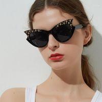 Projeto de marca Cateye Sunglasses Mulheres Rivet Sun Óculos Femininos Borboleta Oversized Grande Quadro Novo 2020 Óculos Sexy Vintage Shades1