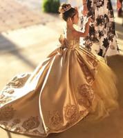 Gold First Communione Abiti Bambini Sera Abito da ballo Abito oro applique Arco lungo Girls Pageant Dress Lace Tulle Wedding Flower Girls Abiti
