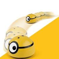 Crazy Fuez-moi une voiture à induction RC Running Minion Modèle Electric Toys Robot enfant RC voiture créative drôle jouets clignotants Y200428