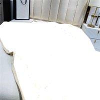 Casa de lujo Mantas cálidas Franela suave Jacquard Mantas Diseñador Mantas gruesas NAP Manta Sofá Manta Manta Manta