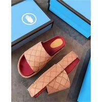 2021 Yeni Stil Kadınlar 573018 Slayt Sandalet Klasik Moda Tasarımcısı Bayanlar Kırmızı Çilek Renkli Çevirme Kutusu3 L26 ile Popüler Üst Markalar