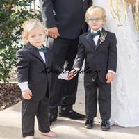 2021 Черный кольцевой носитель мальчик формальный износ смокинги пасский отворот две кнопки Детская одежда для свадьбы Дети 2 частей набор (куртка + брюки)