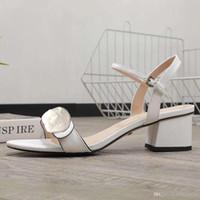 منتصف كعب الصنادل 100٪ جلد خشن كعب المرأة أحذية الأزياء مشبك معدني مثير الصنادل النسائية أحذية الشاطئ حجم كبير 34-42