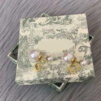 CD Designers de lujo Stud Harings Drop Jewelry Mujer Pendientes de perlas Pendientes Hoop Fiesta Amantes de la boda Regalo Charm Cuelga Pendientes de Pendientes de Oreja