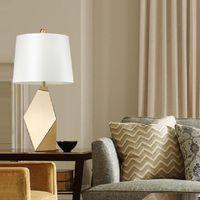 Lukloy Golden American Современное Светодиодное Настольное Настольное Лампу Простой Роскошный Свет для гостиной Кружек Спальня Креатив