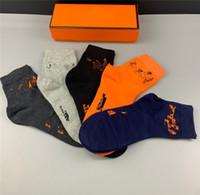 남자 자수 양말 캐리지 말 패션 마크 스타킹 믹스 5 색 고전 주황색 편지 농구 양말 스케이트 보드 스타킹