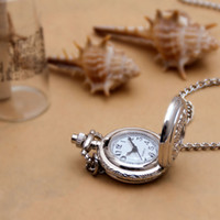 50 unids Pequeño Acero Blanco Flor Flip Bolsillo Reloj Collar Cuarzo Vintage Coreano Suéter Cadena Estudiante Colgante Reloj Moda Moda