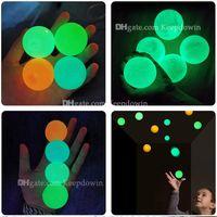 Boules de plafond Luminescent Soulagement Sold Sticky Ball Stick Stick The Wall Glow dans sombre et tombe lentement jouets squishy pour enfants adultes