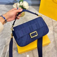 Mulheres Baguette Crossbody Bag Messager Bolsa de Ombro Alta Qualidade Sticks Bag Lady Flap sob Bolsa de Armpit Classic F Wide Starp