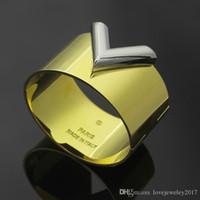 Braccialetti di lusso Designer Braccialetti Donne Hip Hop Gold Braccialetti con Lettera V Punk Braccialetti per gli uomini 3.8 cm Larghezza gioielli di moda di alta qualità