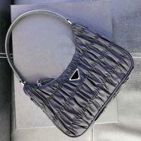 Topp 2021 Designer Luxury Handväskor Kvinnor Plånböcker Axelväska Resor Vintage Bagage Bag Fashion Pleated Coin Purse Belt Bag Half Moon Väskor