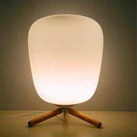 E27 الترا الحديثة مصغرة الأزياء متجمد الزجاج عاكس الضوء وأقوس خشبي الملمس مصباح الجدول مصباح مع مصدر ضوء الولايات المتحدة