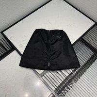 21ss Yeni Kadın Etekler Moda Eşleştirme Naylon Ters Üçgen Stil Trendy Kadınlar Seksi Kısa Elbiseler Yüksek Kalite Siyah Renk Boyutu S-L
