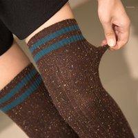 Chaussettes de sport Style rétro Longues bas pour les femmes Gardez la cuisse chaude deux motifs rayés marchant actif ou streetwear chaussettes1