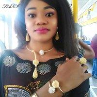 Pendientes Collar al por mayorfani 2021 Moda Conjuntos de joyería nupcial africana Venta al por mayor Nigerianas Women Set Dubai Gold Designer