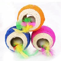 Juguetes para gatos Color aleatorio Sisal tejido 2 Holed Ball incorporado en un apego de plumas Interactivo PET juguete jugando Teaser