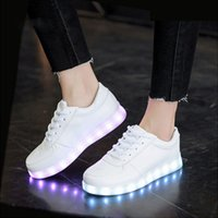 USB Charger Tenis Luzes Led formadores Kid calçados casuais BoyGirl Luminous Sneakers incandescência sapatos chinelos levaram Casual Sneakers Y1118