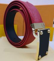 Cinturones de diseñadores de lujos para hombre para hombres Marcas Cinturón de moda Cintura Europa Estados Unidos En relieve de cuero para hombres con caja CX 20121003DQ