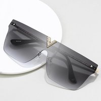 2020 Moda Klasik Güneş Gözlüğü Avrupa ve Amerikan Trend Kişilik V Güneş Gözlüğü kadın Vahşi Büyük Çerçeve Elmas Gözlükler1