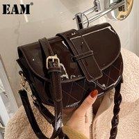 Bolsas de ombro [Eam] Mulheres Saddle Twist Strap Patent Couro Flap Personalidade All-Match Crossbody Bag Fashion Tide 2021 18A1545