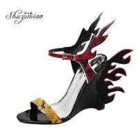 Sandales Shuzumiao 2021 Summer Fashion Show Flamme Chaussures Femmes Word Ceinture Haute Talons Snake Skin Couleur Bohemian Couleur Correspondant Sexy Heels1