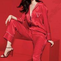 Dos piezas Set Pijamas de invierno para las mujeres V letra Dot Satin Pijamas Manga larga Sleepwear Lounge Wear PJS Hogar Ropa H1211