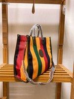 2021 Stripe Rainbow Large Bucket Bag Shopping Bag Kvinnor Striped Axelväska Det senaste modemönstret kombinerat med klassisk utskrift