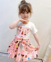 2021 أحدث الصيف الفتيات الكرتون المطبوعة اللباس مصمم الاطفال الحب القلب القوس قصيرة الأكمام اللباس الأطفال الوردي مطوي اللباس A5148
