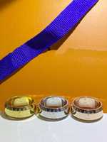 유럽 아메리카 패션 남자 레이디 여성 티타늄 강철 새겨진 전체 V 편지 18K 금 도금 반지 3 색 크기 5-10 L1