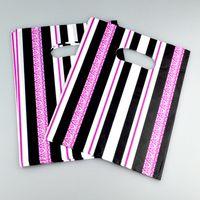 100 шт. / Лот 20x25см Горячий розовый черный полосатый пластиковый подарок сумка бутик ювелирных изделий подарок упаковки мешок пластиковые сумки для покупок с ручкой Y1121