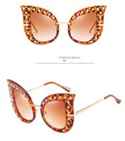 Personality Fashion Pearl Rivet Cat Eye Sunglasses Large Frame Sunglasses with Diamond Exquisite Luxury Glasses DDE3241