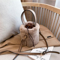 Bolso de la sling de la bola de imitación Bolso de lujo de los bolsos de lujo de las mujeres de la alta calidad de las bolsas de la manija superior de las mujeres para el diseño del día del diseñador embrague