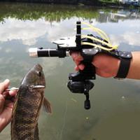 사냥 낚시 세트 Slingshot Hunting Catapult 정장 야외 촬영 낚시 릴 + 다트 + 왼쪽 핸드 가드 + 고무 튜브 손전등 201111