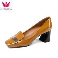 A-Buybea moda vaca couro raso salto quadrado grande tamanho mulheres bombas deslizamento na elegante escritório casamento senhora festa metal sexy sapatos lj201112