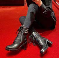 Luxury Famous Winter Spikes Red Bottom Boots Stivaletti Moto Donne Stivaletti Auguri Sole Bottino Elegante Stivaletti in pelle Stuzzino Signora Tacchi alti