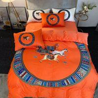 2021 JUEGOS DE Ropa de cama de diseño naranja cubierta Velvet Queen Cama Edredón Conjuntos Fundas de almohada Estampado de caballos Luxury King Tamaño Sistemas de cama