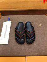 2021 مصمم فالاعة النعال النعال الرجال الصنادل الأزياء شاطئ الأحذية زحافات شقة عدم الانزلاق الكلاسيكية ثقب النعال مع مربع حجم 39-45 -G70