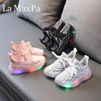 Athletic Outdoor 2021 Glowing Sneakers Sunk Shoes Shoes For Boys Panskets Led Pantofole Sport Casual Kids Boy Girl Bambini accendi la suola