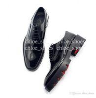 Красные дно ручной работы Оксфорды Мужчины Формальные Деловые Обувь Свадьба Обувь Джентльмены Брогуя Обувь для одежды