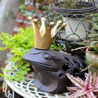 Gusseiser Frosch Prinz Charming Braun Rustikale König Kröte mit goldener Krone Kerzenhalter Statue Kerzenhalter Haus Garten Patio Rasen Dekor Kiqu