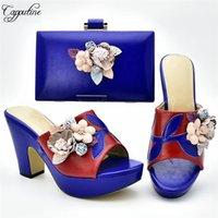Zapatos de vestir Royal Blue High Heel Slip-On Bomba con el conjunto de bolsas de noche Niza Flor 333-1, Altura 10.5cm