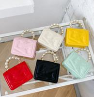 Moda Kızlar Inci Zincir Çanta Çocuklar Metal Tokaları Çanta Çocuk Mektubu Kabartma Bir Omuz Çantaları Lady Mini Purese Messenger Çanta A5851