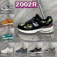 Toppkvalitet 2002r Mens Running Skor Svart Ljus Grå Camo Vatten Fred Var Reseguide Protection Pack Sea Salt Kvinnor Designer Sneakers