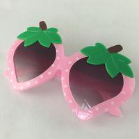 사랑스러운 과일 아이 디자이너 선글라스 딸기 모양 프레임 소년과 소녀 귀여운 UV400 보호 안경 도매