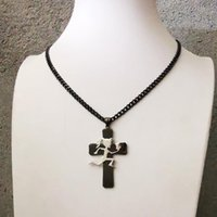 Charme Insane Clown Posse Twiztid Grand Noir Cross Cross Hatchertman Hatchert Femmes ICP Hatchet Pendentif Acier inoxydable Collier 24 ''