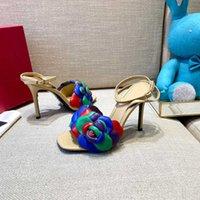 Chaussures Accessoires Sandales Pantoufles Marques S2021 Lame de mode Lame Designer lance des sandales féminines Sandales Semelle haute talon et cuir