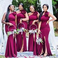 グレープワンショルダーロングマーメイド花嫁介添人ドレスシンプルなサテンの手作りの花のブライドメイドのドレス結婚式ゲストPromのイブニングパーティーガウン