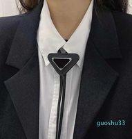 4 Renkler Erkek Kadın Tasarımcı Bağları Moda Deri Boyun Kravat Yay Erkekler Için Bayanlar Için Desen Mektupları Boyun Kürk Katı Renk Kravatlar